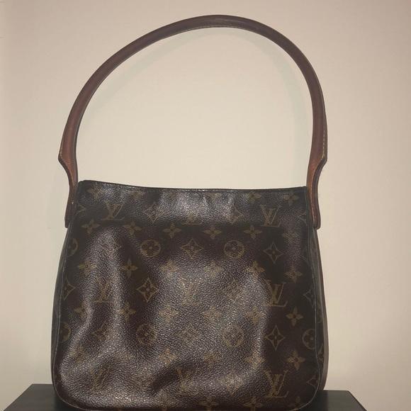 Louis Vuitton Handbags - Louis Vuitton medium looping bag